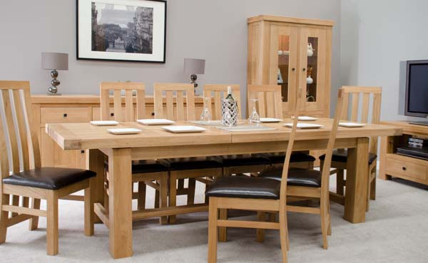 An image of Rondeau Oak Grand Extending Dining Table