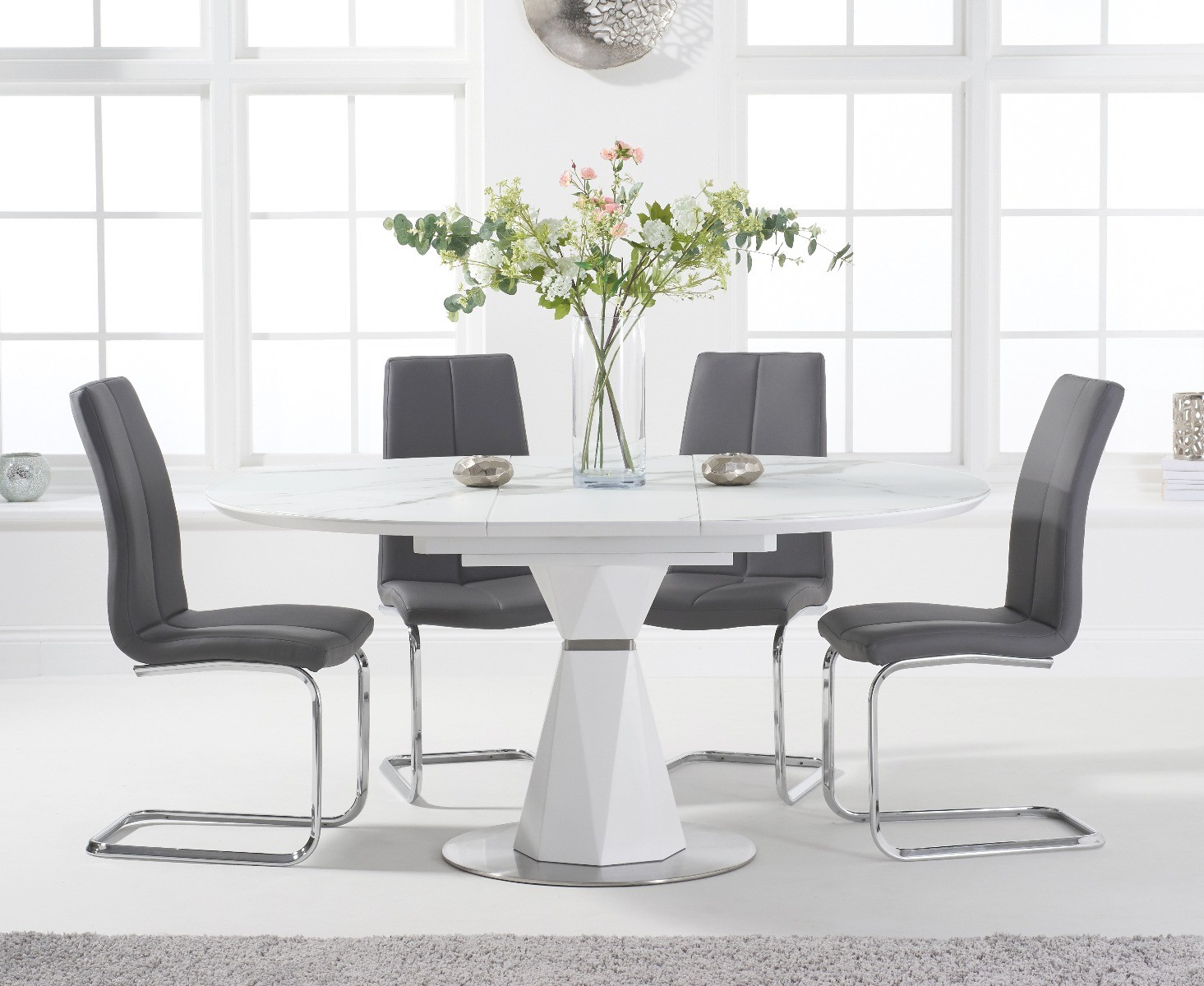 Jackson 9cm Round White Extending Dining Table with Tarin Chairs